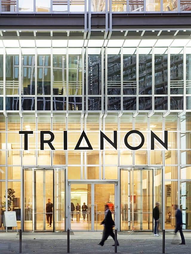 activ consult bringt neues Logo an Fassade des Hochhauses Trianon im Bankenviertel FrankfurtNeues Logo an der Fassade des Hochhauses Trianon im Bankenviertel Frankfurt