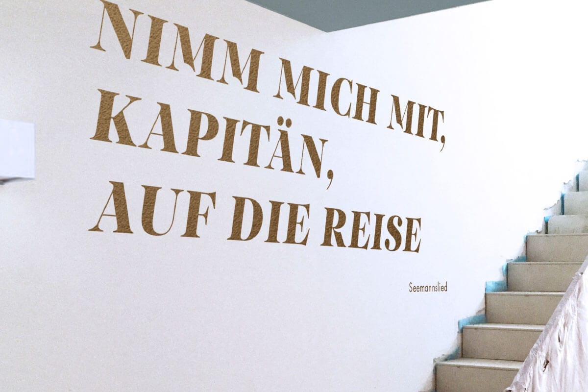 Branding Kampagne Wohnimmobilien Hafengold acre signage an der wand